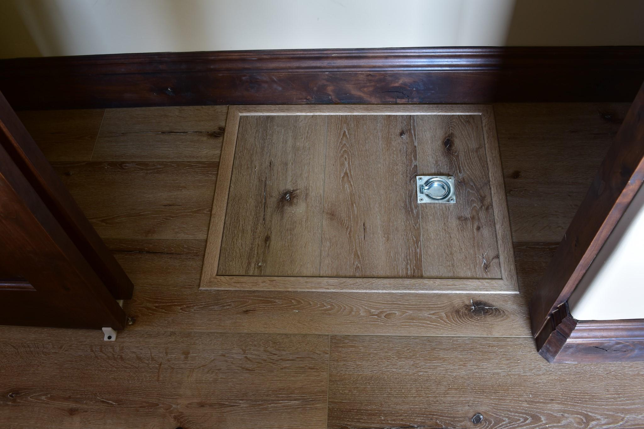 Waterproof laminate Floors Closet Door
